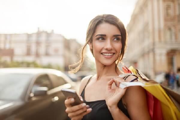 cms/images/Social-Recruiting/Social-Recruiting-Frau-Smartphone_neu.jpg
