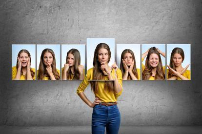 Beispiele mimik Mit Gesichtsausdruck,