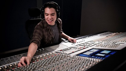 Sounddesigner*in